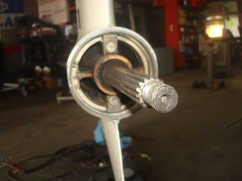 Πωλείται ρεβέρσα για κινητήρα V6 Evinrude-Johnson 1